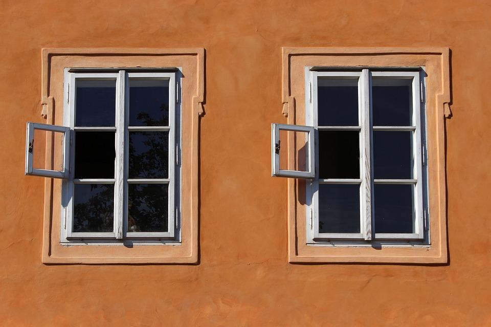 Ny renset facade med 2 vinduer